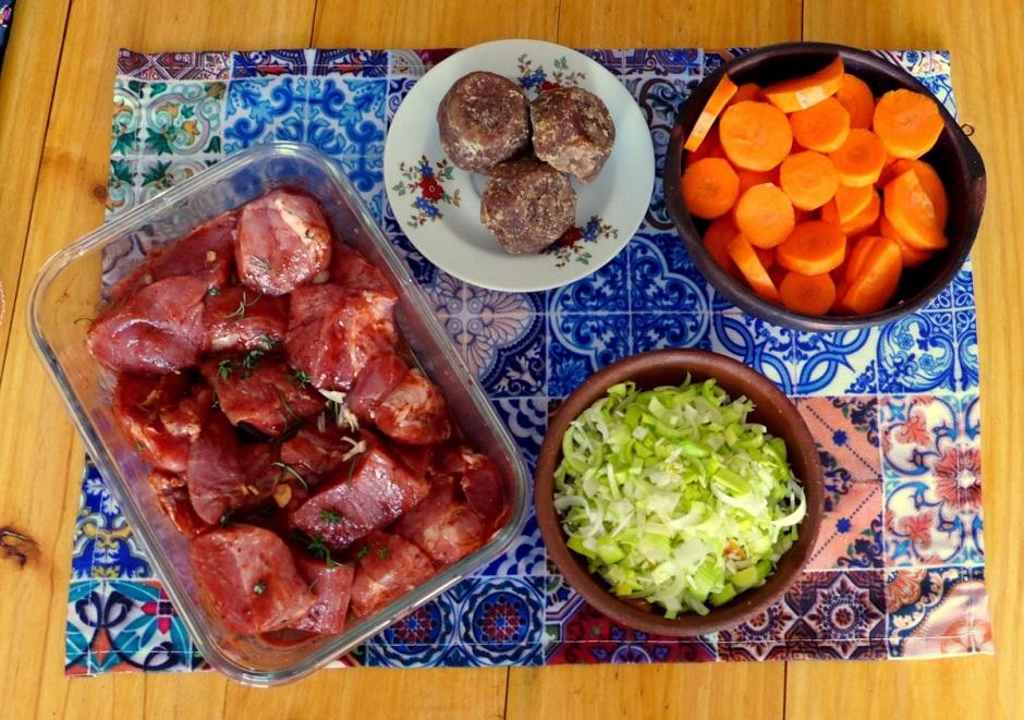Carne de Cerdo, Puerros, Znahoria y Panela